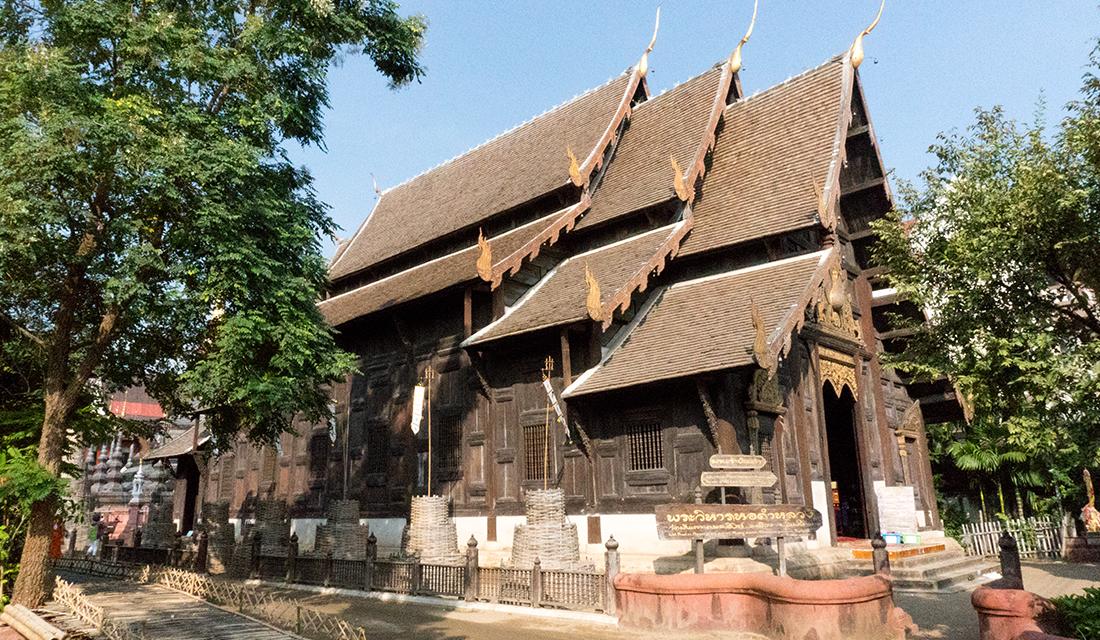 Exterior of Wat Phan Tao.