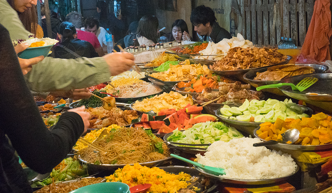 The mouthwatering all-you-can-eat buffet stalls at the handicraft night market.
