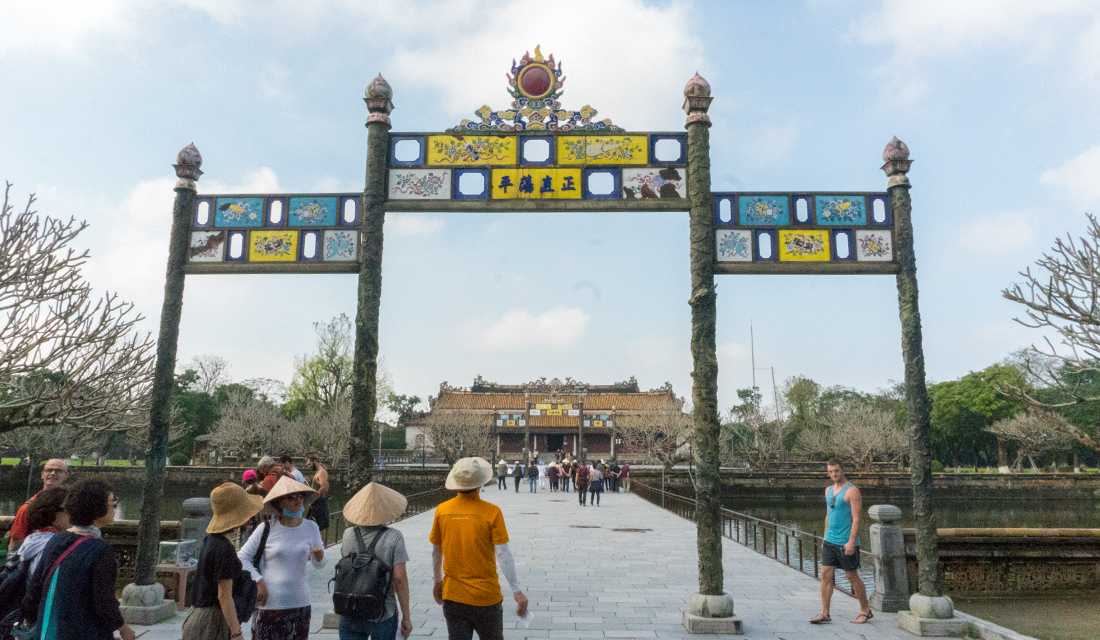 Entrance to the Noon Gate leading to Thai Hoa Palace.